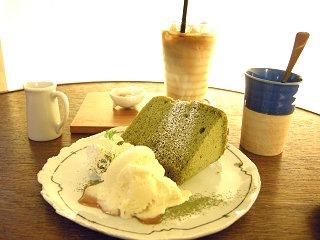 抹茶のシフォンケーキ&豆乳ラテ