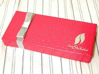 シェ・シバタ 生チョコ 外箱